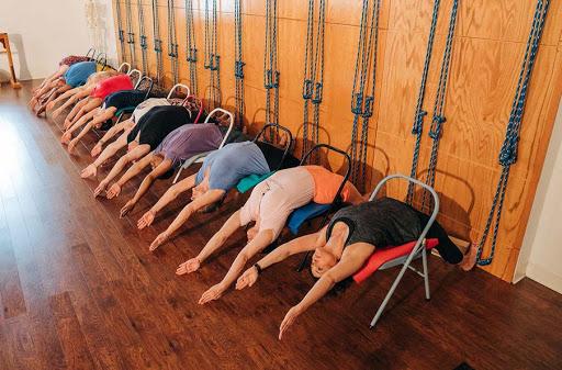 Iyengar yoga School Nepal - Yoga in Himalayas